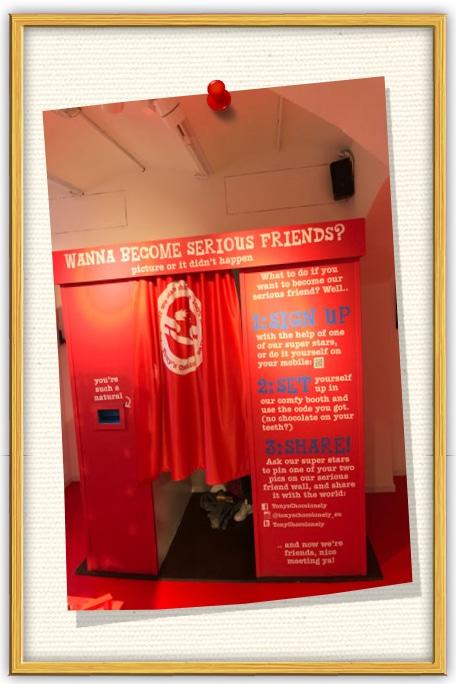 onze photobooth huren in Amsterdam bij de winkel van Tony's Chocolonely