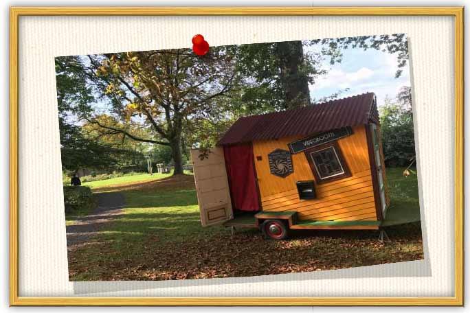 Dit photobooth huisje huren voor festival bruiloft